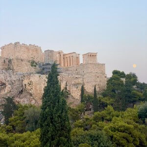 the Acropolis at sunset | Housesitting in Athens | bucketlistmylife.com